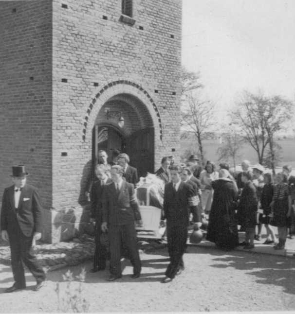 Photo 9 of Funeral of RAF Airman A.H. Hall